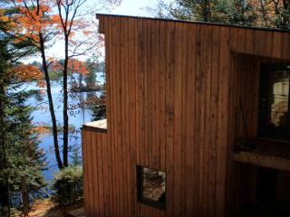 Beautiful lakefront chalet  *** wifi + Smart HDTV*** - Rawdon vacation rentals