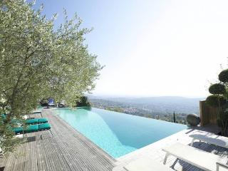 4 bedroom House with Internet Access in Tourrettes-sur-Loup - Tourrettes-sur-Loup vacation rentals