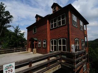 5 Bedroom City & Mtn. View, in Gatlinburg & Aquarium, Wi-Fi,Hot Tub - Gatlinburg vacation rentals