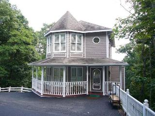 Lovely 2 bedroom House in Chalet Village with Deck - Chalet Village vacation rentals
