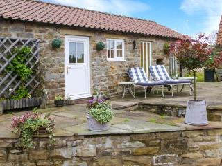 NORAH'S NOOK, WiFi, dog-friendly, rural views, cosy romantic cottage near Kirkbymoorside, Ref. 911836 - Kirkbymoorside vacation rentals