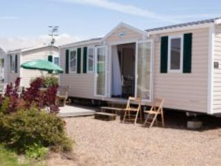 Almadies Mobile Home 4 to 6p - La Tranche sur mer - Ile de Re vacation rentals