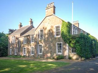 ROSEMOUNT HOUSE, outdoor heated pool, pool table, en-suites, near golf, luxury country house near Blairgowrie, Ref. 906447 - Forfar vacation rentals