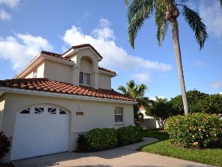 Gorgeous 3 BR at Isla Del Sol-Golf Course and Lake Views, Garage, Patio, BBQ! - Saint Petersburg vacation rentals