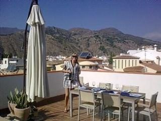 Luxury 3 bed Andalucian Apartment, Large Terrace,Mountain Views - Velez de Benaudalla vacation rentals