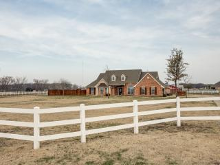 Relaxing Country Retreat with City Amenities - Plano vacation rentals