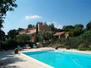 Villa Saint Antoine, Pet-Friendly Rental with Pool, L'isle Sur La Sorgue - L'Isle-sur-la-Sorgue vacation rentals