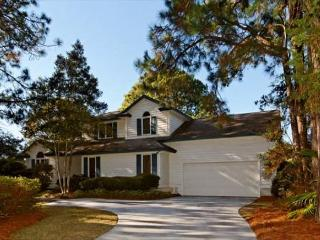 Charming 4BR/2.5BA Ranch Home on 7th green of Golf Course has Private Pool - Hilton Head vacation rentals