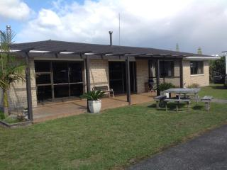 Comfortable House with Deck and Dishwasher - Waihi Beach vacation rentals