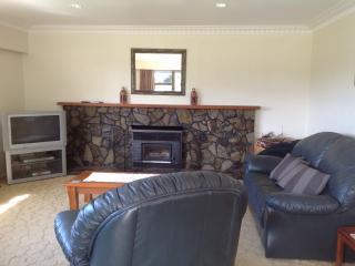 Comfortable 3 bedroom Waihi Beach House with Deck - Waihi Beach vacation rentals