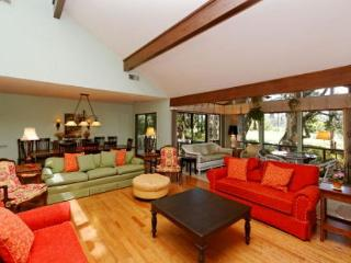 North Sea Pines Drive 82, 3 Bedrooms, Golf View, Walk to Beach, Sleeps 7 - Sea Pines vacation rentals