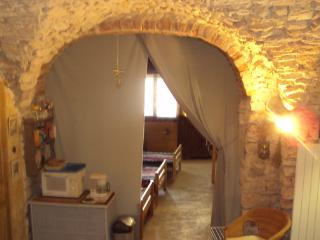 Holiday cottage(Shelter), style troglodite, at the heart of one of the most beautiful medieval village of Gard - Aigremont vacation rentals