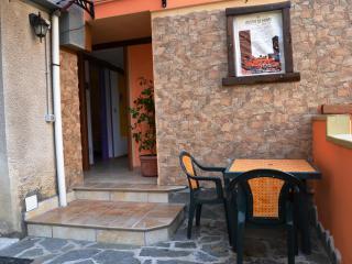 Piccolo,romantico,confortevole in centro Sardegna - Aritzo vacation rentals