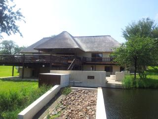Beautiful 3 bedroom House in Hoedspruit with Deck - Hoedspruit vacation rentals