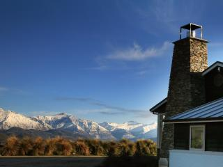 Spacious 4 bedroom Villa in Wanaka with Deck - Wanaka vacation rentals