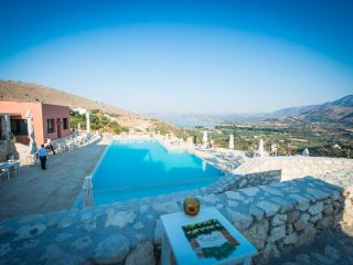 Bright House in Exopoli with Internet Access, sleeps 4 - Exopoli vacation rentals