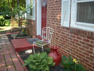 Romantic 1 bedroom Cottage in Charlotte - Charlotte vacation rentals
