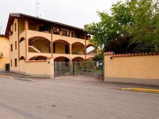 L'Acero rosso Appartamento vicino a Rho fiera Expo - Pogliano Milanese vacation rentals