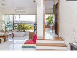 Spacious & Airy Pvt Room w/ balcony in 2 Bed Apt. - Mumbai (Bombay) vacation rentals