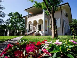 La Coralia b&b Villa in Versilia - Marina Di Massa vacation rentals