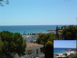 Spacious apt.seaview,4min walking to beach,pool. - Province of Tarragona vacation rentals