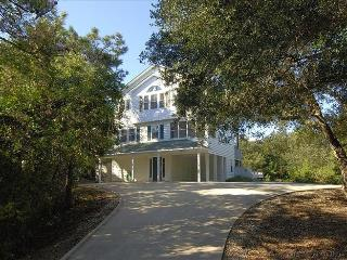 Gorgeous House with Deck and Internet Access - Southern Shores vacation rentals