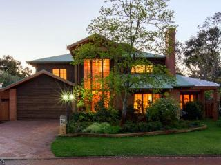 Rustic Parkland Living in the heart of Claremont - Beaconsfield vacation rentals