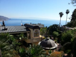 *****PANORAMIC, garage, swimming pool, garden,WiFi - Taormina vacation rentals