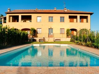 Lovely 3 bedroom Poggibonsi Apartment with Internet Access - Poggibonsi vacation rentals