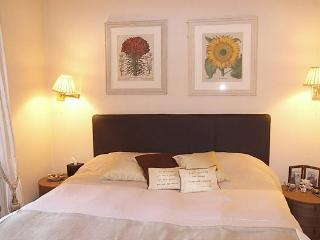 http://www.aplacelikehome.co.uk/l305-queens-gate-place-south-kensington-bqxgaqpxf.aspx - London vacation rentals
