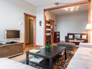 Spacious and cosy 3-bedroom appartment in HO-MA - Montreal vacation rentals