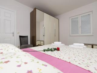 Apartmani NAJA - Bratus vacation rentals