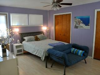 Gorgeous Cottage with Satellite Or Cable TV and DVD Player - Oak Island vacation rentals