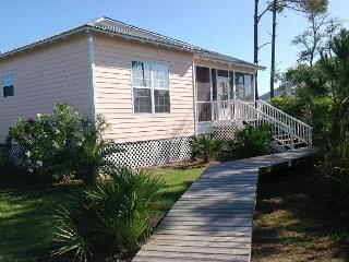 Beautiful Cottage located between the Bay and the Gulf! - Fort Morgan vacation rentals