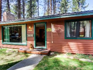 Cottage w/ hot tub; pet friendly; gas fireplace - South Lake Tahoe vacation rentals