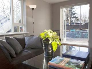 Beautiful Renovated and Spacious Apartment in City Cent - 5984 - Reykjavik vacation rentals