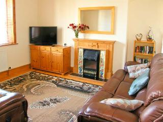 THE OLD COURTHOUSE, semi-detached, cooking range, enclosed front terrace, in Rhayader, Ref 904103 - Rhayader vacation rentals