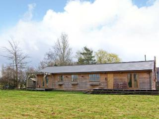 THE LODGE, detached, all ground floor, Sky TV, en-suite, pet-friendly, near Chelmarsh, Ref 905645 - Chelmarsh vacation rentals