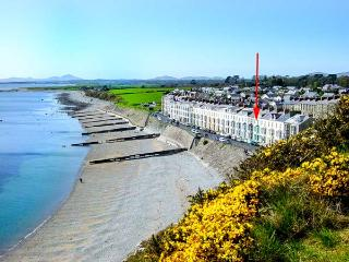 SEASIDE family-friendly, next to beach and castle in Criccieth Ref 912814 - Porthmadog vacation rentals