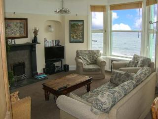 SEASIDE family-friendly, next to beach and castle in Criccieth Ref 912814 - Criccieth vacation rentals