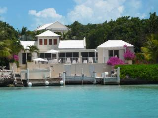Casa Ananas at Chalk Sound, Turks and Caicos - Oceanfront, Cooling Sea Breezes, Pool - Chalk Sound vacation rentals