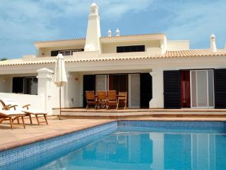 3 BEDROOM VILLA WITH PRIVATE POOL AND BARBECUE IN GREAT RESORT, IN CASTRO MARIM, NEXT TO THE BORDER WITH SPAIN REF.  CMG138646 - Castro Marim vacation rentals