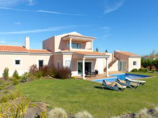 3 BEDROOM INDEPENDENT VILLA WITH PRIVATE POOL FOR 6 PEOPLE, IN A 5 STAR RESORT WITH SPA, IN CARVOEIR - Carvoeiro vacation rentals