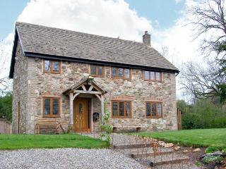 ABBOTT'S RETREAT, pet-friendly, WiFi, woodburner, en-suite access, detached cottage near Bishop's Castle, Ref. 30240 - Bishops Castle vacation rentals