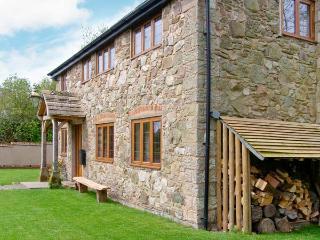 ABBOTT'S RETREAT, pet-friendly, WiFi, woodburner, en-suite access, detached cottage near Bishop's Castle, Ref. 30240 - Bishops Castle vacation rentals