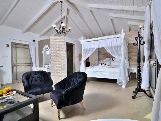 Luxury holiday cottages. Nof Shveytsari - Kerem Ben Zimra vacation rentals
