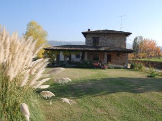 2 bedroom Villa with Cleaning Service in Gropparello - Gropparello vacation rentals