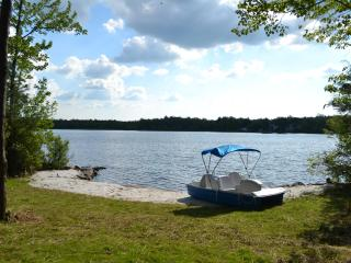 LAKEFRONT by Camelback & Casino. Pool. WiFi. A/C. - Mount Pocono vacation rentals