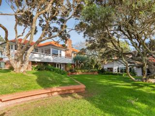 """Clifton  Seaside Cottage - Takapuna vacation rentals"