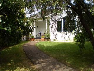 """Benton Cottage""   Charming Cottage - Bayswater vacation rentals"
